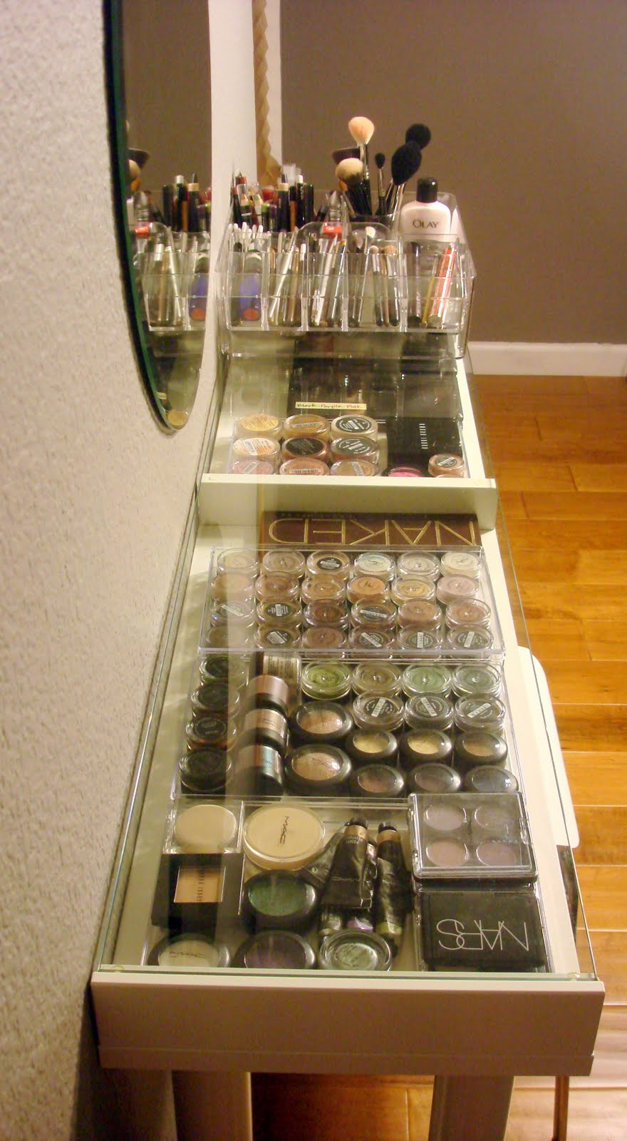 Remarkable DIY Makeup Vanity 880 x 1600 · 171 kB · jpeg